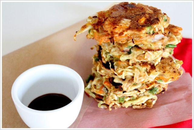 אוקונומיאקי - לביבות כרוב וירקות יפניות
